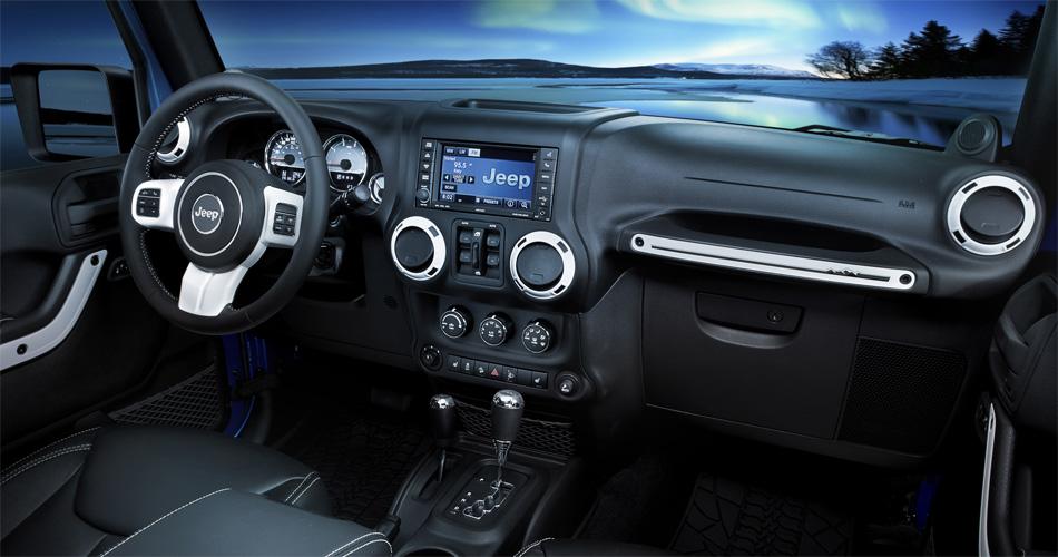 Das moderne Cockpit des Jeep Wrangler Polar ist kaum mehr mit dem rustiklen Interieur seiner Vorgänger vergleichbar.