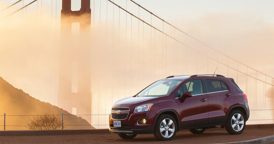 Das Schwester-Fahrzeug des Opel Mokka, der Chevrolet Trax, ist minimal kürzer und insgesamt bulliger.
