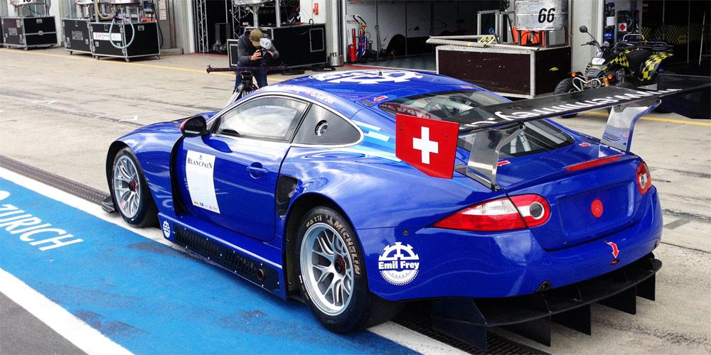Der neu überarbeitete Emil Frey GT3 Jaguar liefert ein gutes Debüt ab.