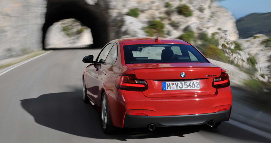 Ein dynamisch abgestimmtes Fahrwerk und drei kräftige Motoren sorgen für viel Fahrspass.