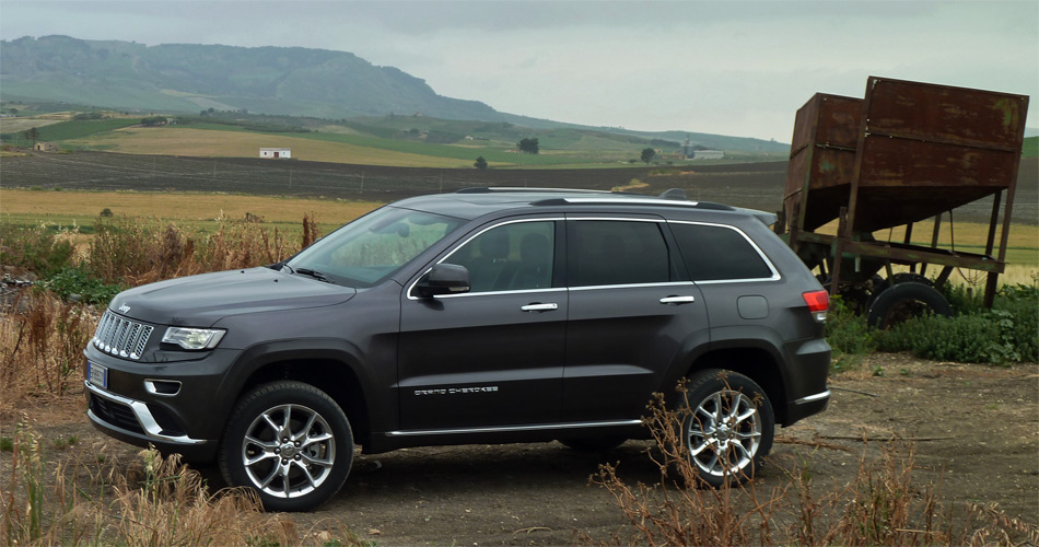 Mit dezenten optischen Verfeinerungen wirkt der neue Jeep Grand Cherokee 2014 eleganter und moderner.