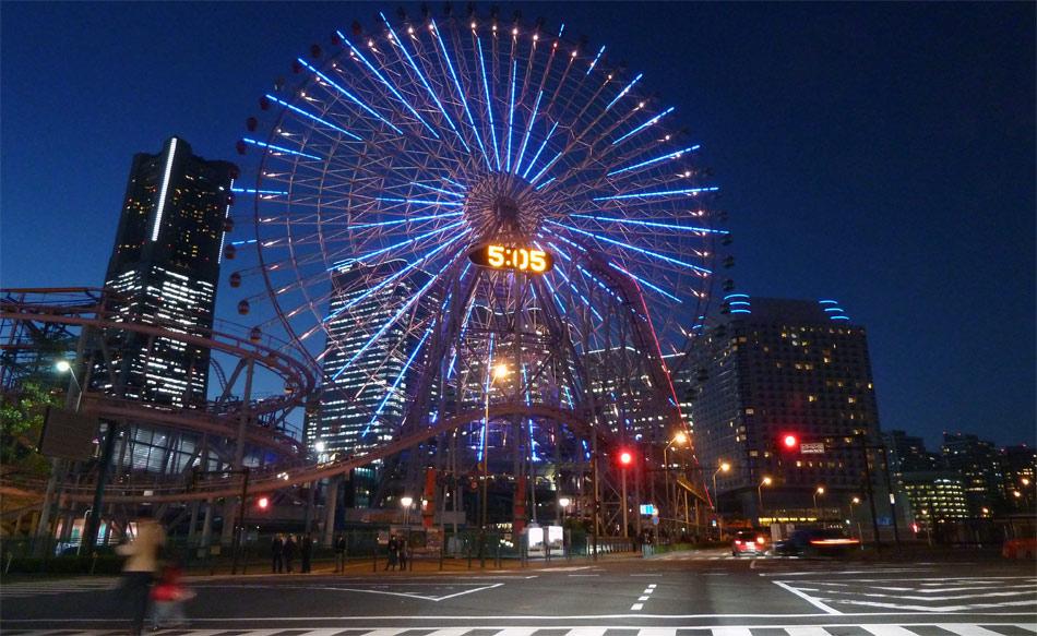 Spannende Wankel- und Hybrid-Testfahrt in der modernen City von Yokohama.