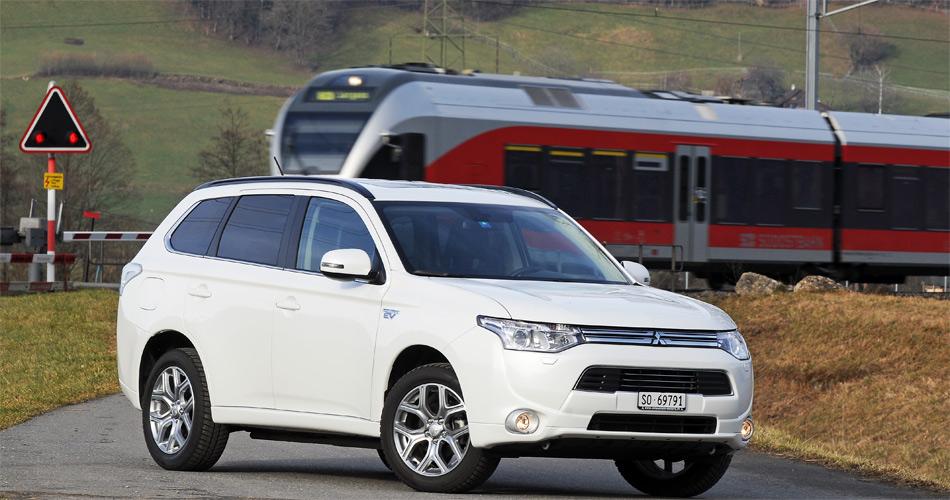 Als reiner Stromer fährt der Mitsubishi Outlander PHEV im Idealfall rund 50 km weit.