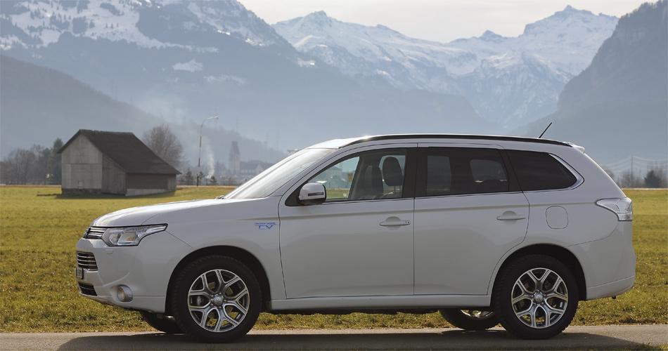 Der Mitsubishi Outlander PHEV ist ein vollwertiger Allrad-SUV mit konkurrenzlos niedrigem Verbrauch.
