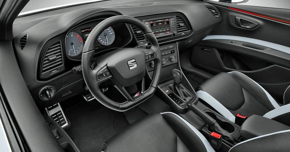 Das hochwertige Cockpit des Leon wurde für den Cupra aufgewertet und individualisiert.