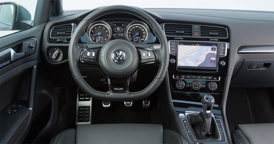 Im bekannten VW Golf-Cockpit findet man sich auf Anhieb zuhause.