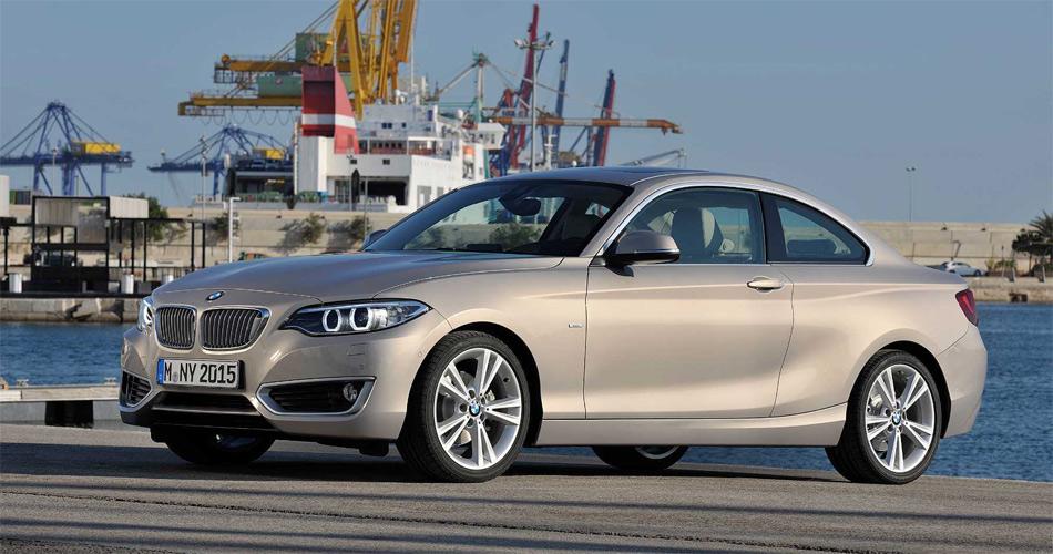 Dank gestreckterer Proportionen wirkt das 2er Coupé eleganter als der 1er und das Vorgängermodell.