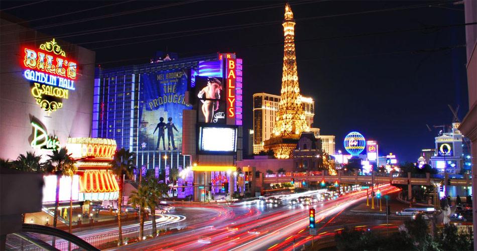 Las Vegas – faszinierende Spielerstadt mit Flair für Luxus, Gastronomie, spektakuläre Shows udn Autos.